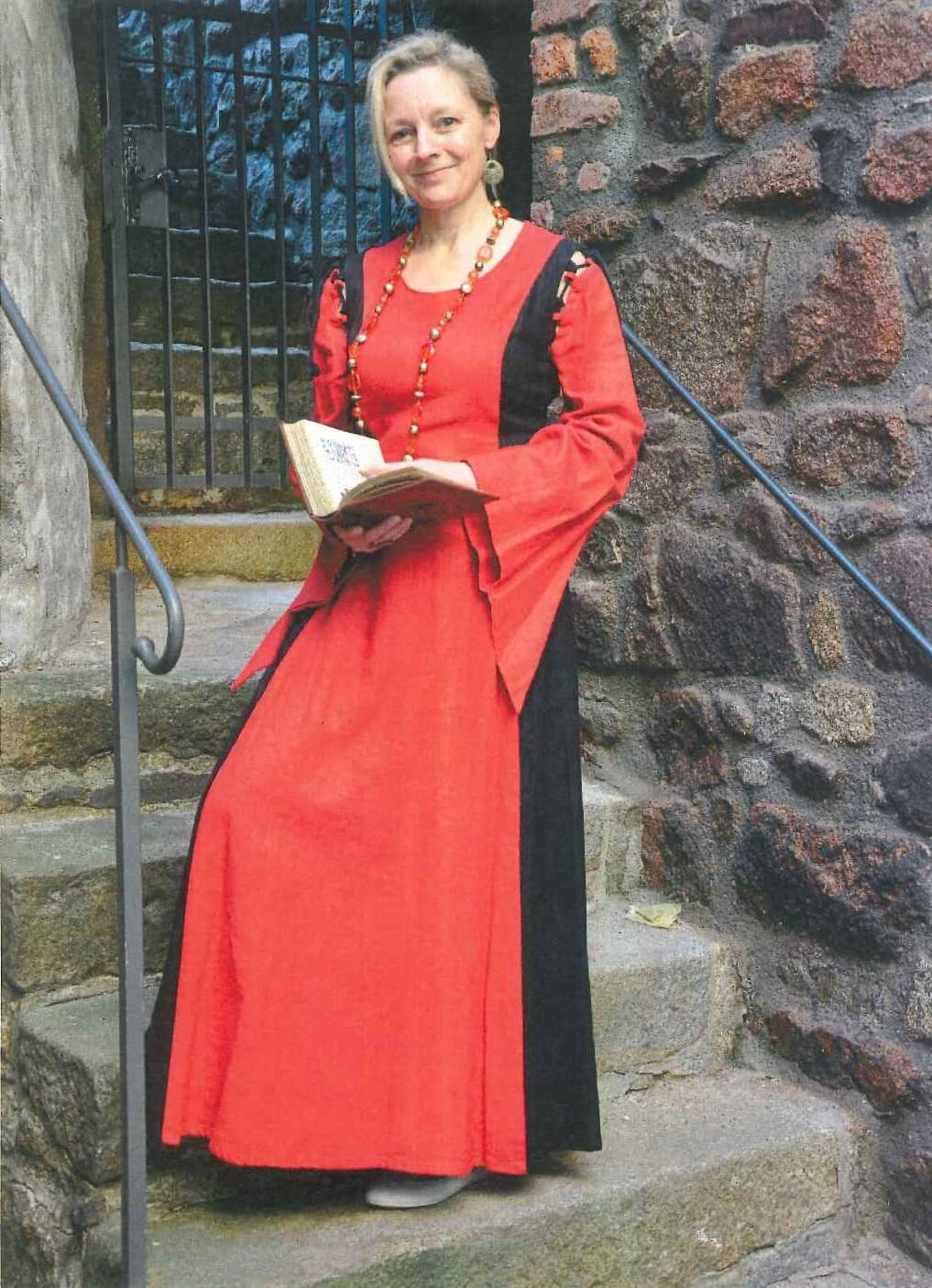 Geschichtenerzählerin Elisia groß